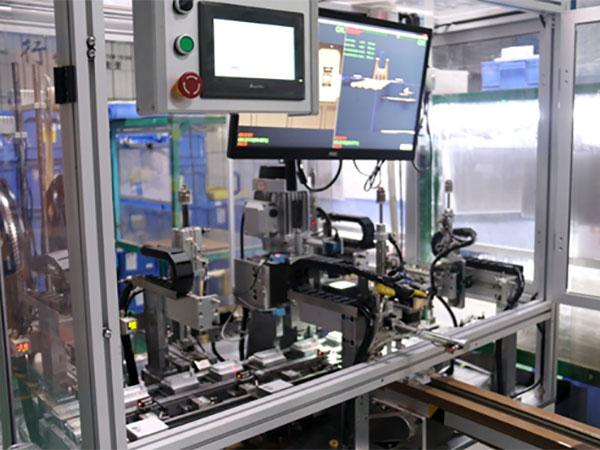 立新塑胶自动化旋铆检测技术案例