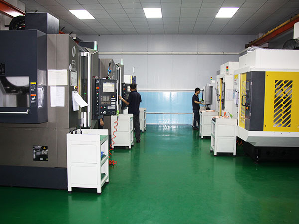 立新塑胶-企业CNC机台设备